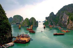 Ha-Long-Bay-Quang-Ninh-Vietnam-002.jpg