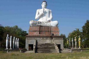 Wat-Ek-Phnom-Battambang-Cambodia-001.jpg