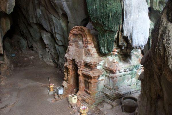 Phnom Chhngok Cave Temple