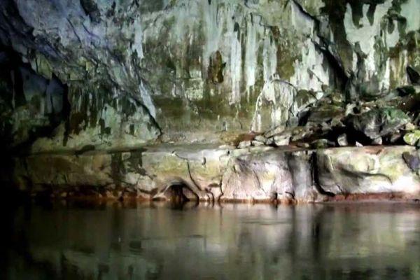Tham Kong Lo Cave