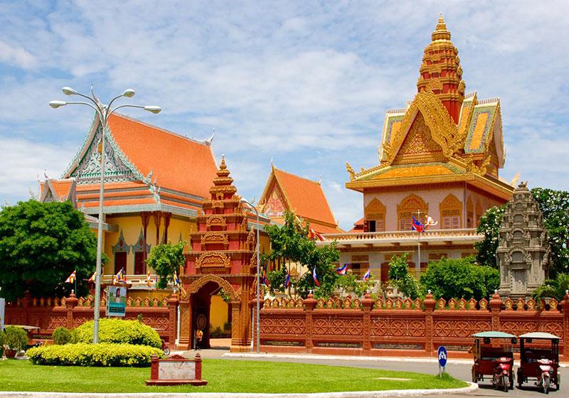 Wat-Ounalom-Phnom-Penh-Cambodia-001.jpg