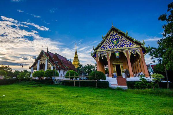 Wat Phrathat Chang Kham Worawihan