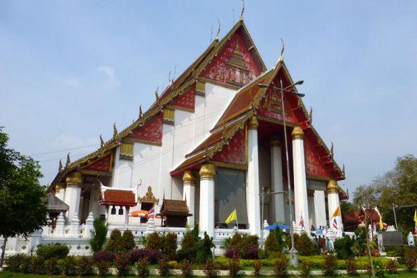 Wihan Phra Mongkhon Bophit