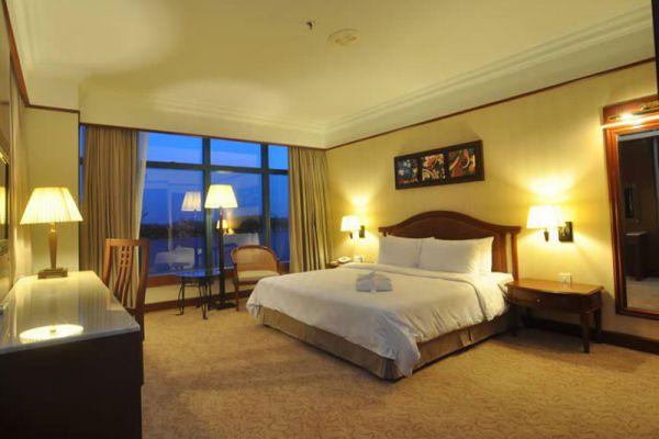 Grand Bluewave Hotel