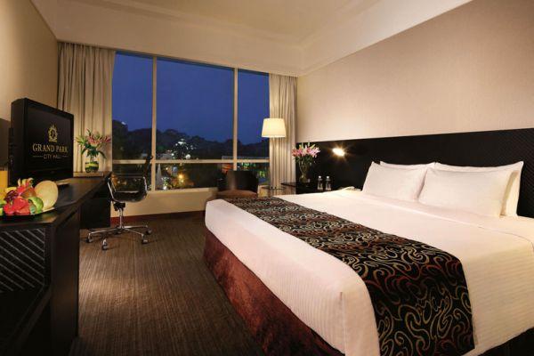 Grand Park City Hall Hotel