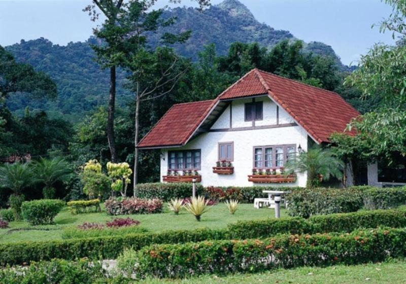 Sida-Resort-Nakhon-Nayok-Thailand-Garden.jpg