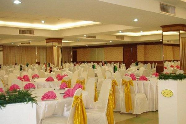 Thani Hotel Chainat