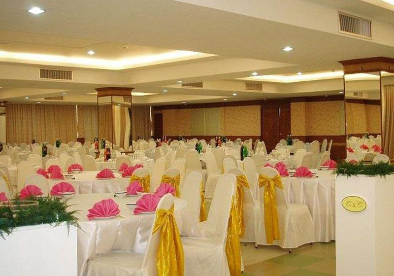 Thani Hotel Chainat