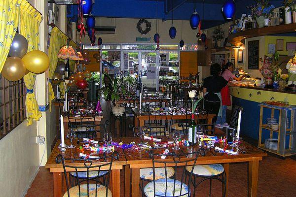 Chez Papa French Bistro & Wine Bar