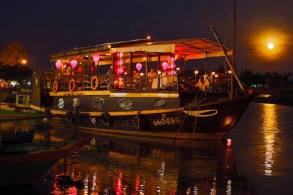 Cinnamon Cruises Restaurant
