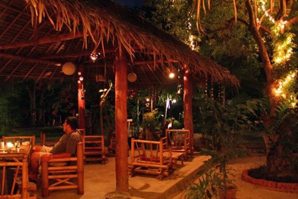 Jacks Jungle Bungalows & Restaurant