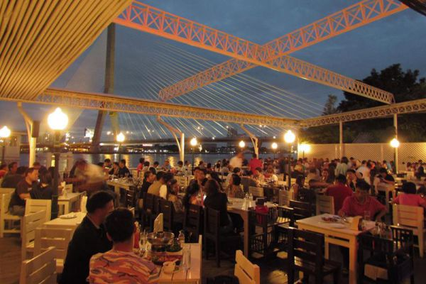Khinlom Chom Saphan Restaurant