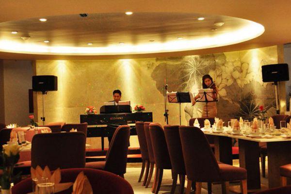 Song Huong Floating Restaurant