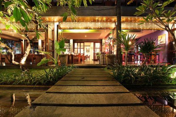 Square Restaurant & Lounge