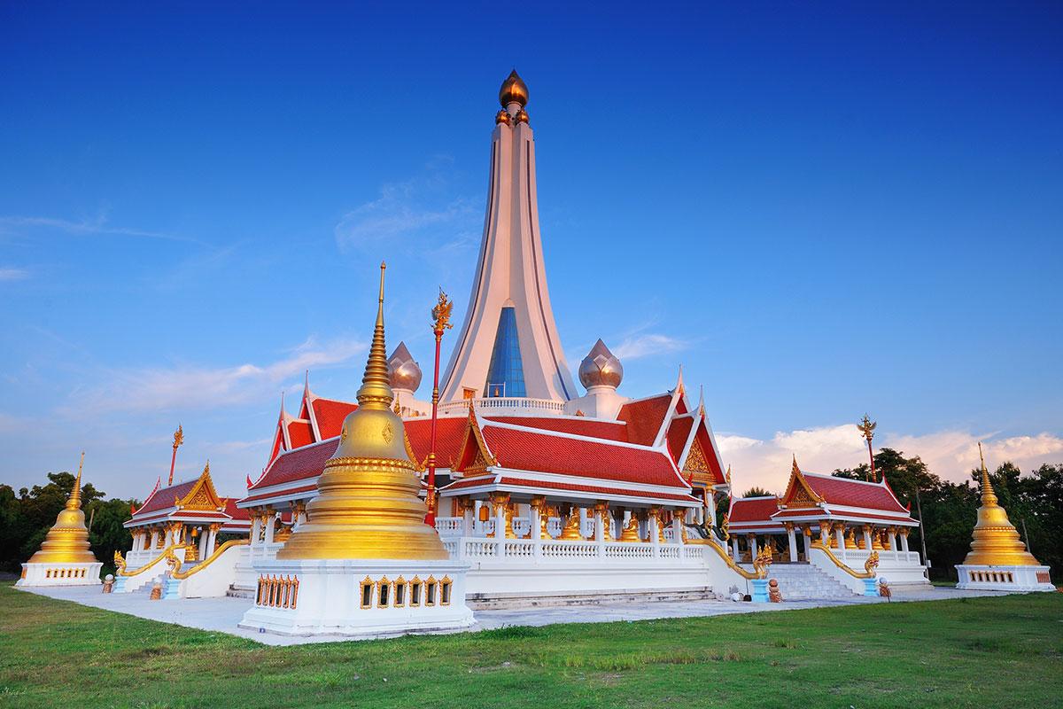 Wat-Pathum-Tharam-Temple-Chainat-Thailand-001.jpg