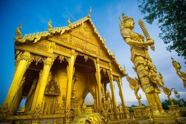 Wat Pak Nam Jolo