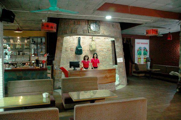 Huong Sen Homestay & Massage