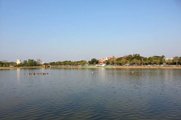 Nong Prajak Public Park