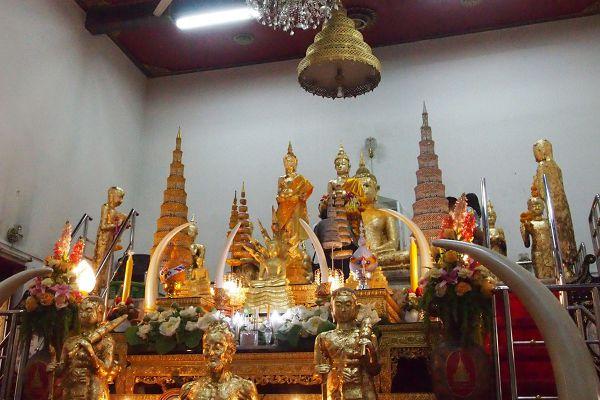 Phet Samut Worawihan Temple (Wat Ban Laem)