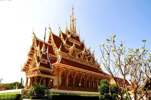 Sim Isan Wat Pa Saeng Arun