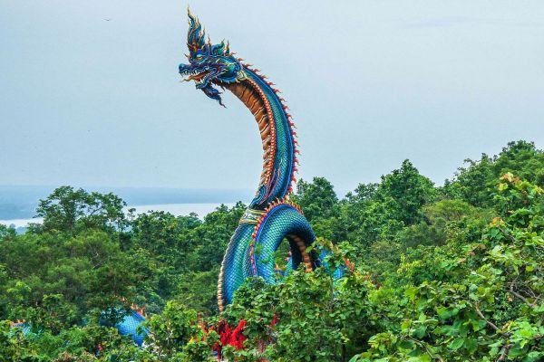 Wat Roi Phra Phutthabat Phu Manorom