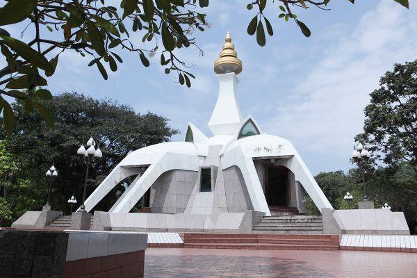 Wat Tham Klong Pen