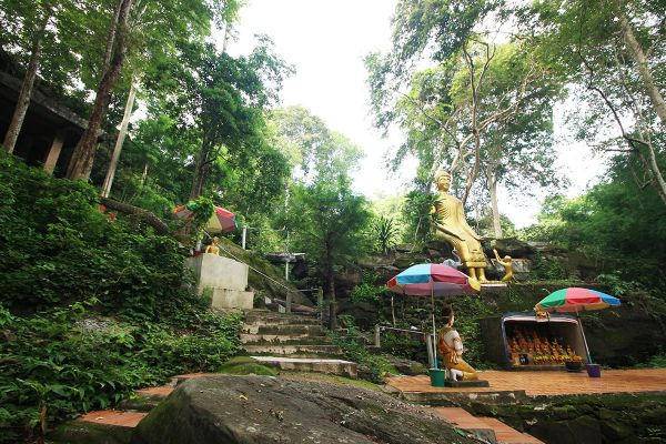 Wat Tham Saeng Phet