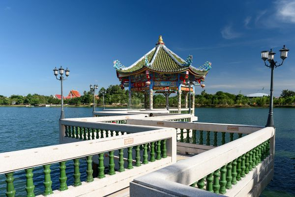 Chaloem Phrakiat Park