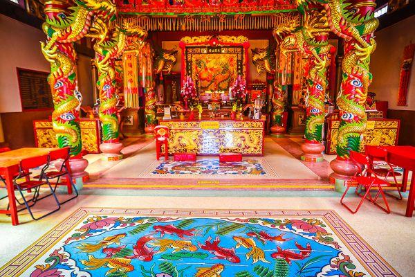 Chao Por Chao Mae Na Pha Shrine