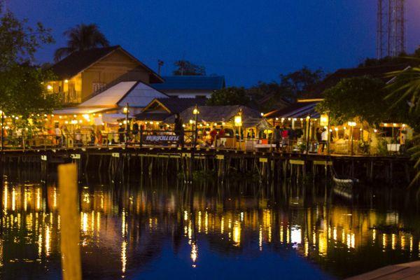 Klong Daen Floating Market