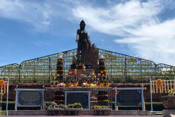 Phra Nang Chamathewi Monument