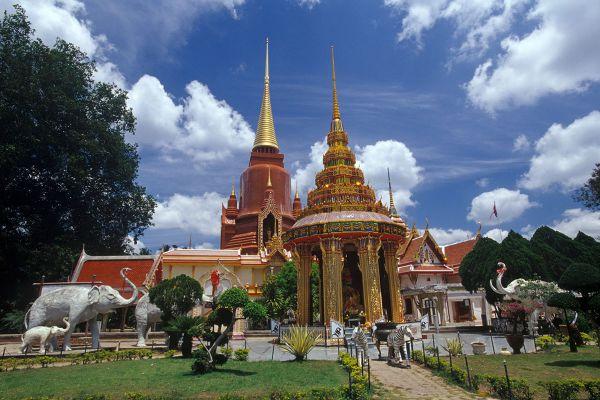 Rat Buranaram Temple (Wat Chang Hai)