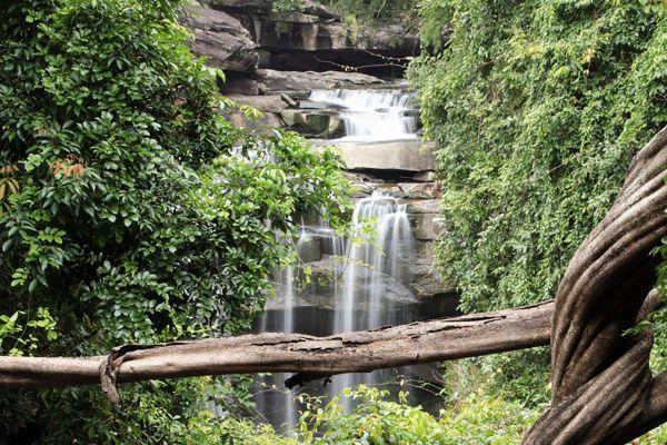 Thung Na Muang Waterfall