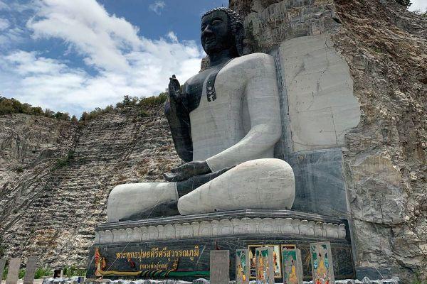 Wat Khao Tham Thiam