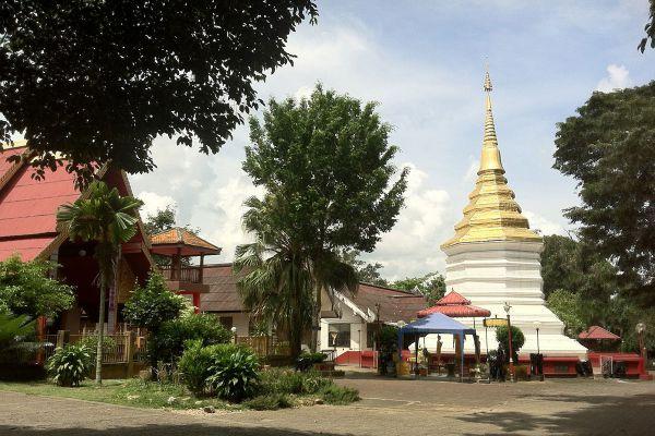 Wat Phra That Doi Chom Thong