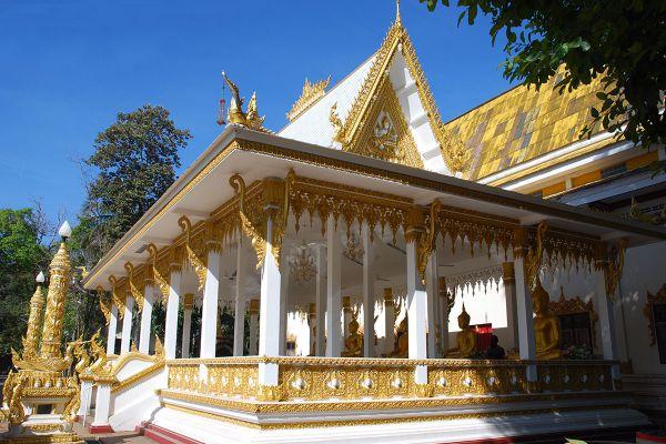 Wat Phrathat Nong Bua