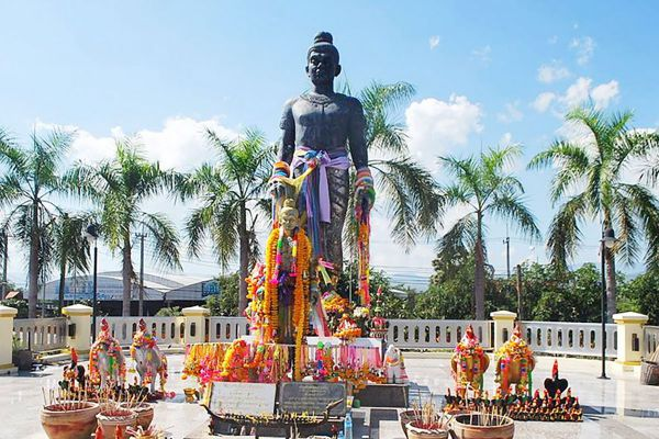 Pho Khun Pha Muang Memorial