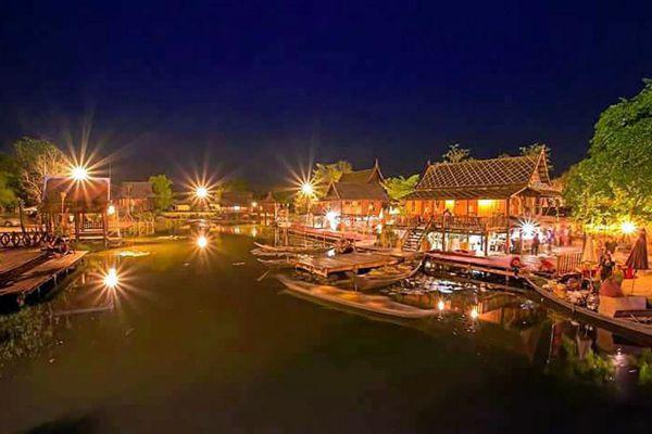 Surasi Military Camp Floating Market