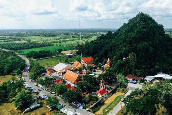 Wat Khao Aor