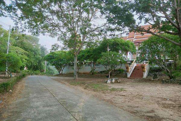 Wat Tham Khao Pun