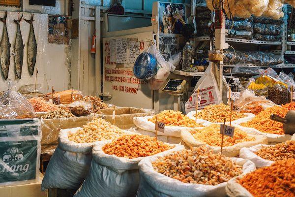 Tha Tian Market