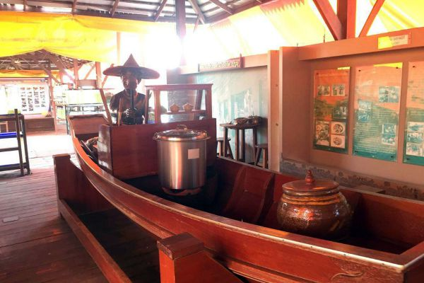 Rangsit Floating Market