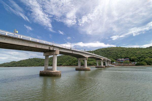 Pak Nam Khaem Nu Chalerm Phra Kiat Bridge