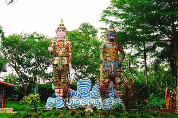 Wat Chak Yai (Buddha Park)
