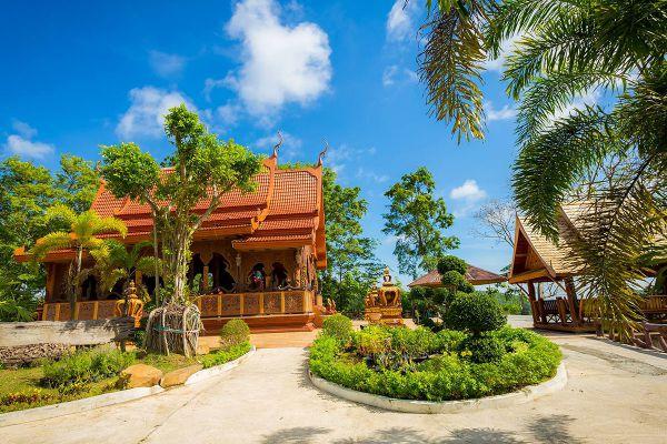 Wat Khao Chawang