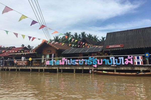 Pra Cha Rat Traditional Floating Market