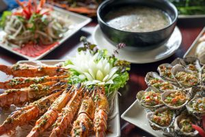 1958-Restaurant-Quang-Ninh-Vietnam-02.jpg