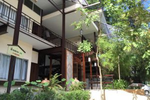 3B-Boutique-Bed-Breakfast-Chiang-Mai-Thailand-Entrance.jpg