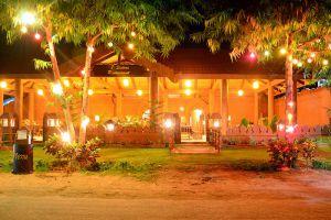 7-Sisters-Restaurant-Bagan-Mandalay-Myanmar-01.jpg