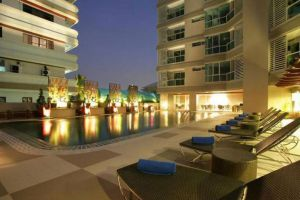 Adelphi-Suite-Hotel-Bangkok-Thailand-Pool.jpg